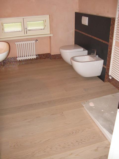 Jollyfloor moquettes pvc parquets linoleum pavimenti sports floors - Bagno in parquet ...